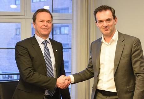 Director of Investments at Oslo Pensjonsforsikring AS Kjetil Houg (right) and Group Director of Hydro Eivind Kallevik