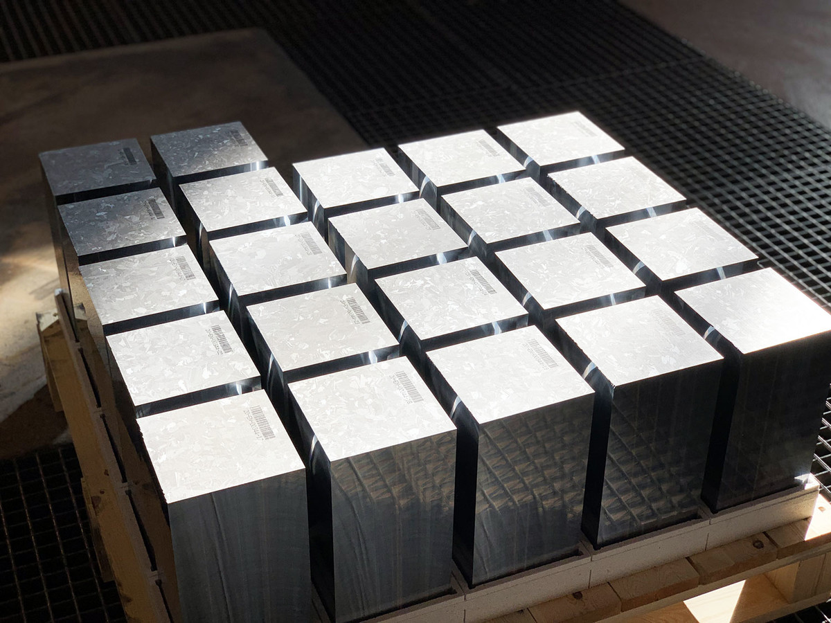 monocrystalline silsium blocks ready to ship