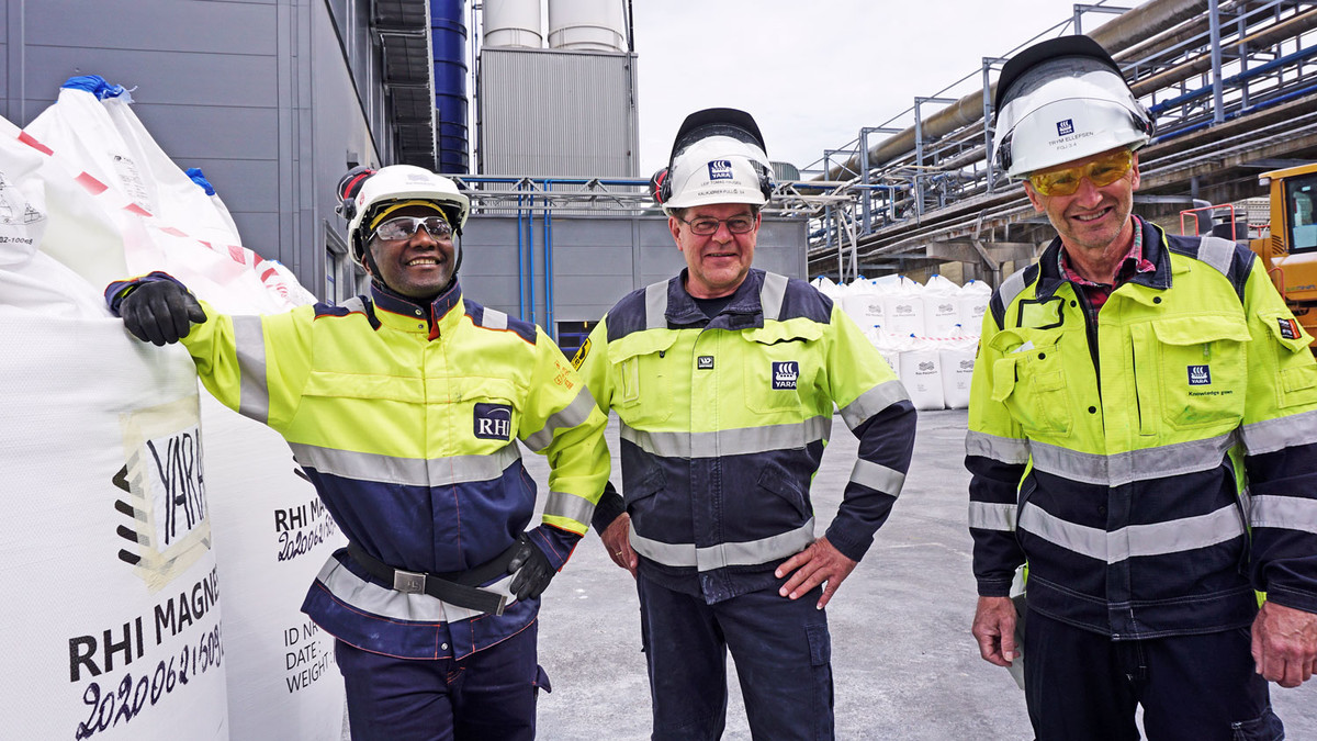 Three men: Production manager RHI, operator og production coordinator both from Yara Porsgrunn